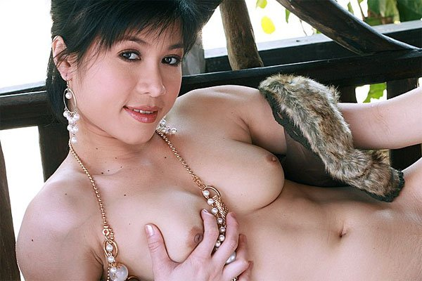 Sexy Thai Beau Suni Has Wonderful Tits